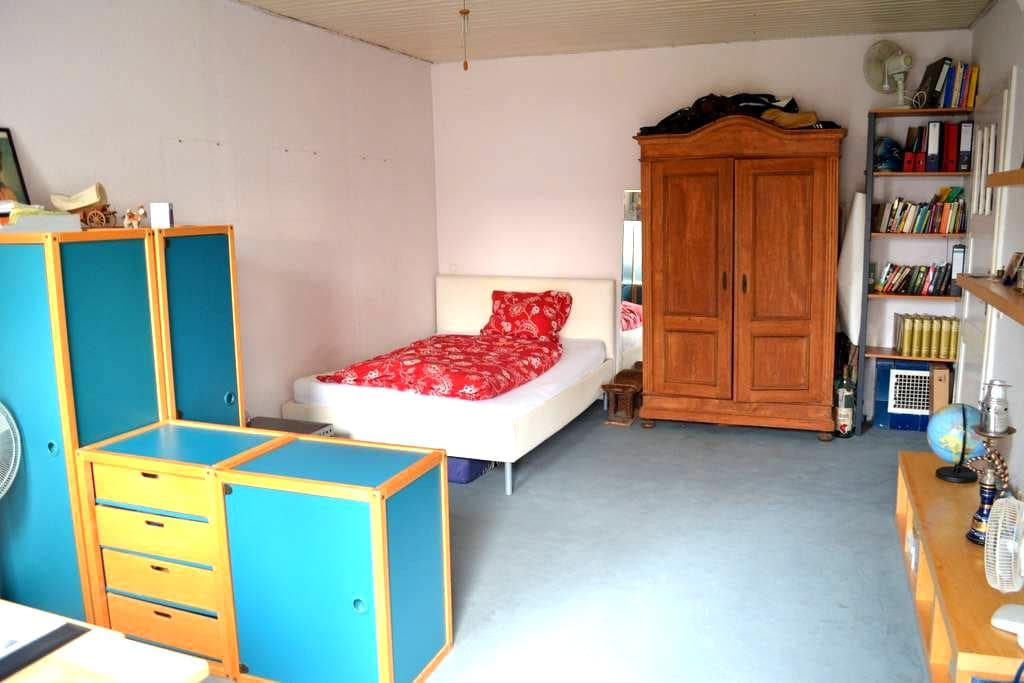 Big room close to airport and city! - Langen (Hessen) - บ้าน