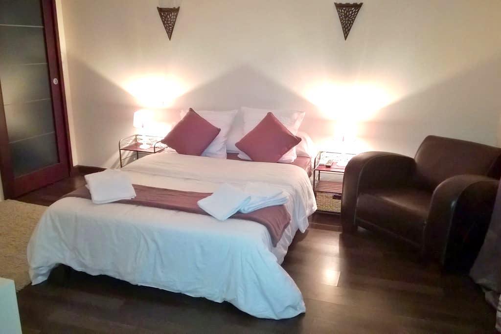 Chambre tout confort avec salle de bain privée - Saint-Eloi