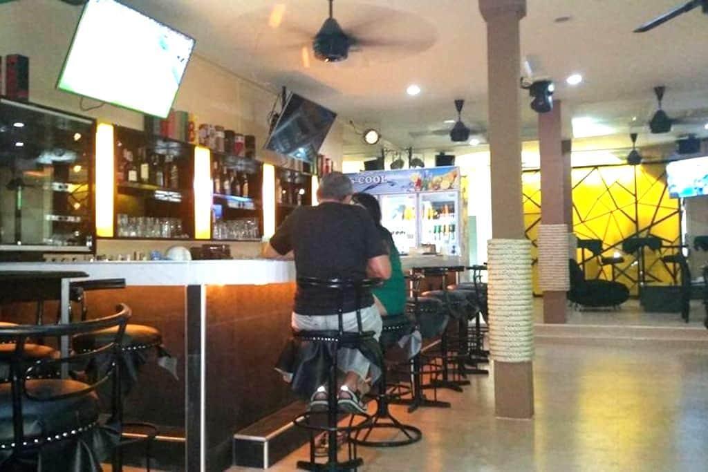 Mods and Rockers Bar Soi 7 Pattaya. - 芭達雅 - 家庭式旅館