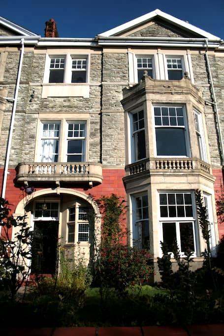 Beautiful Victorian Villa (2) - Newport