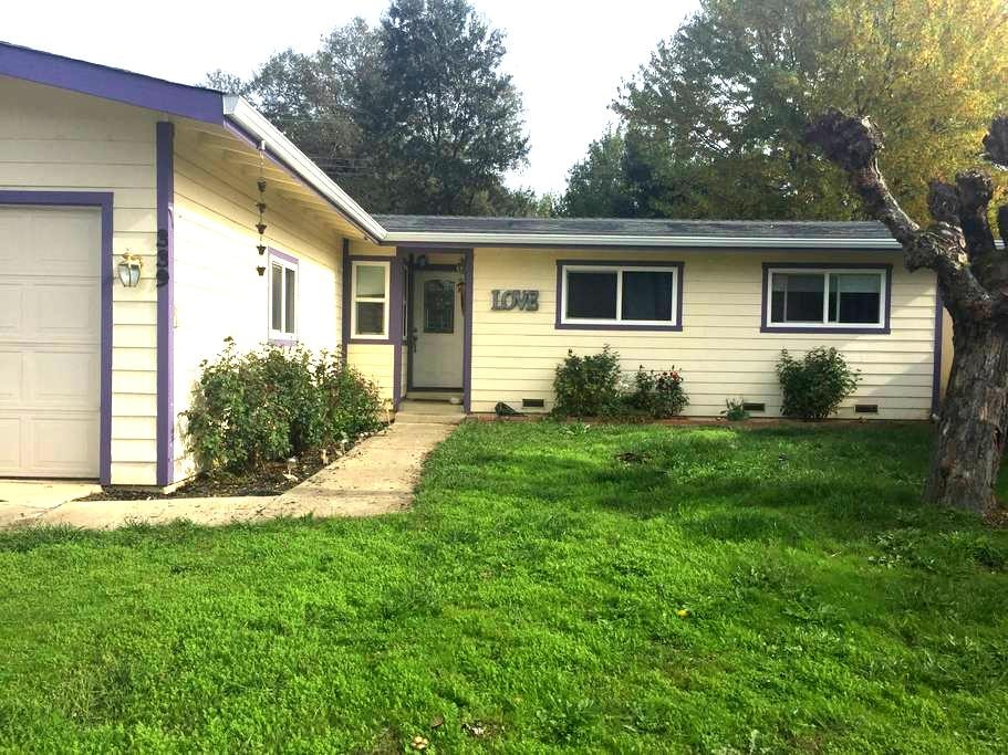 Quiet Neighborhood (Room 1) - Ukiah - Talo