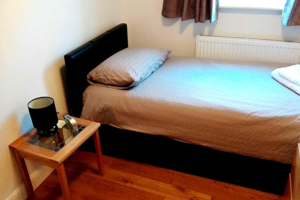 Ideal Aircrew & Travel Accommodation - Staines-upon-Thames - Bungalow