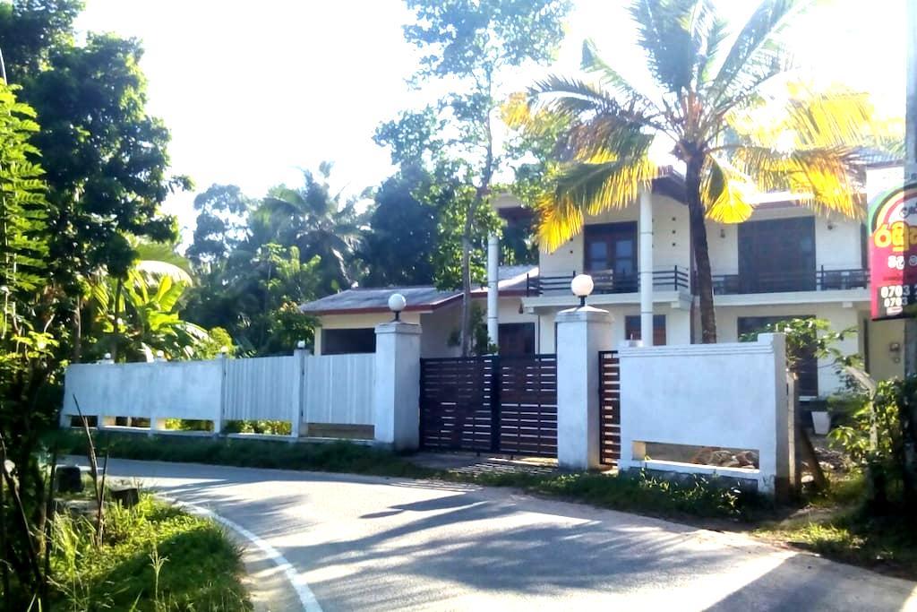 The breeze pinnawala homestay - Rambukkana - Villa