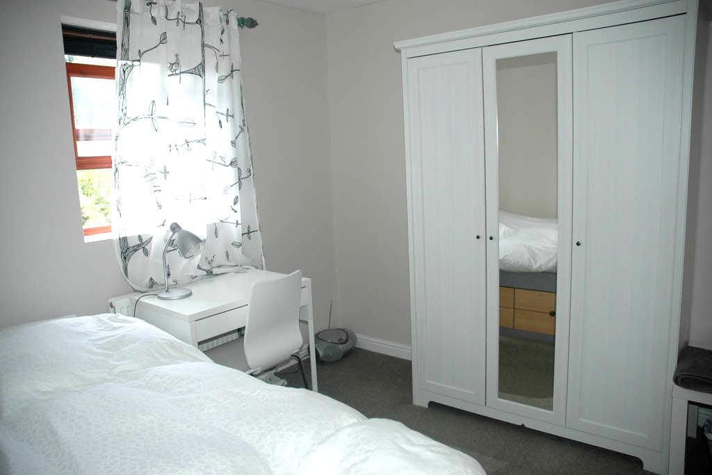 Bright single room -Egyptian cotton - Oxford - House