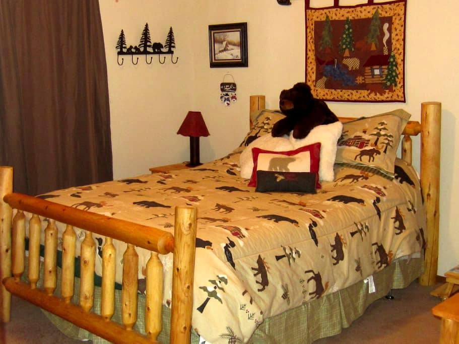 Log Home! Hot Homemade Breakfast Included! - Pagosa Springs - Cottage