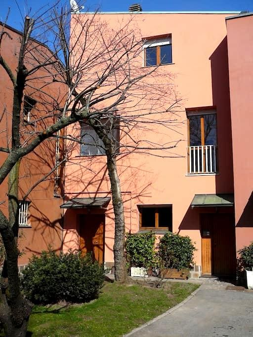 CHEAP INDEPENDENT ROOM NEAR METRO!! - Milano