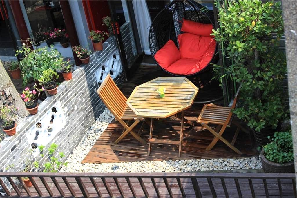 临河雕花大床+临河私人露台+摇椅 - Jiaxing - Huis