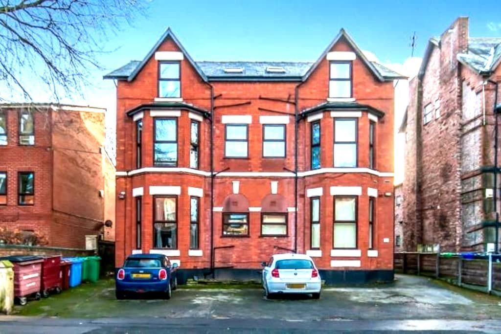 Cozy double minutes from Burton Rd - Manchester - Apartment