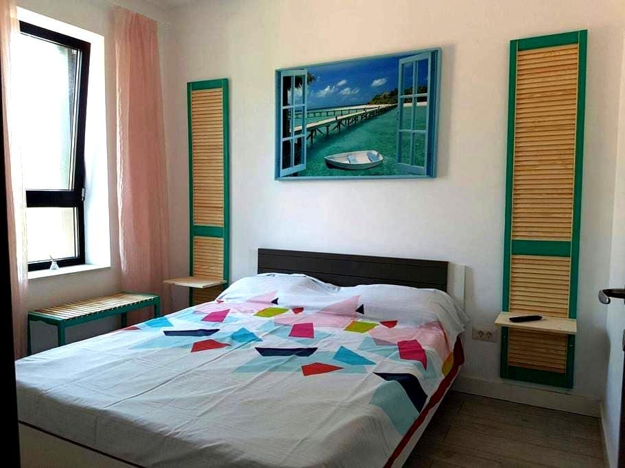 Gorgeous New Apartment 50 meters from the Beach - Constanța - Daire