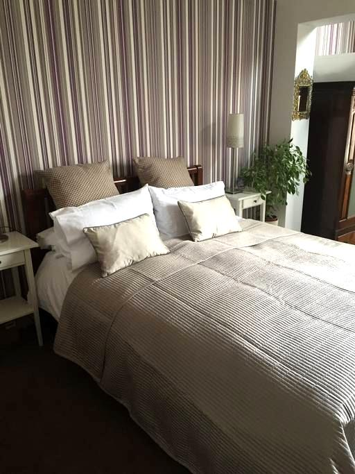 King Size (en-suite) in restored Victorian House - Royal Leamington Spa - Huis