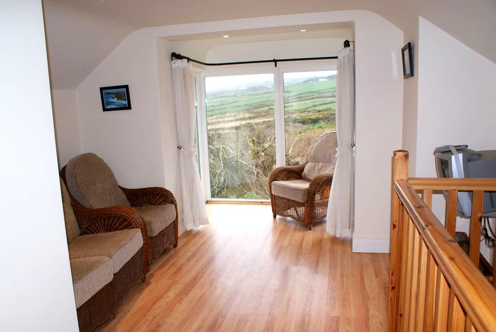 Stone Cottage on Valentia Island - Ballyhearney Upper Valentia Island - Hus