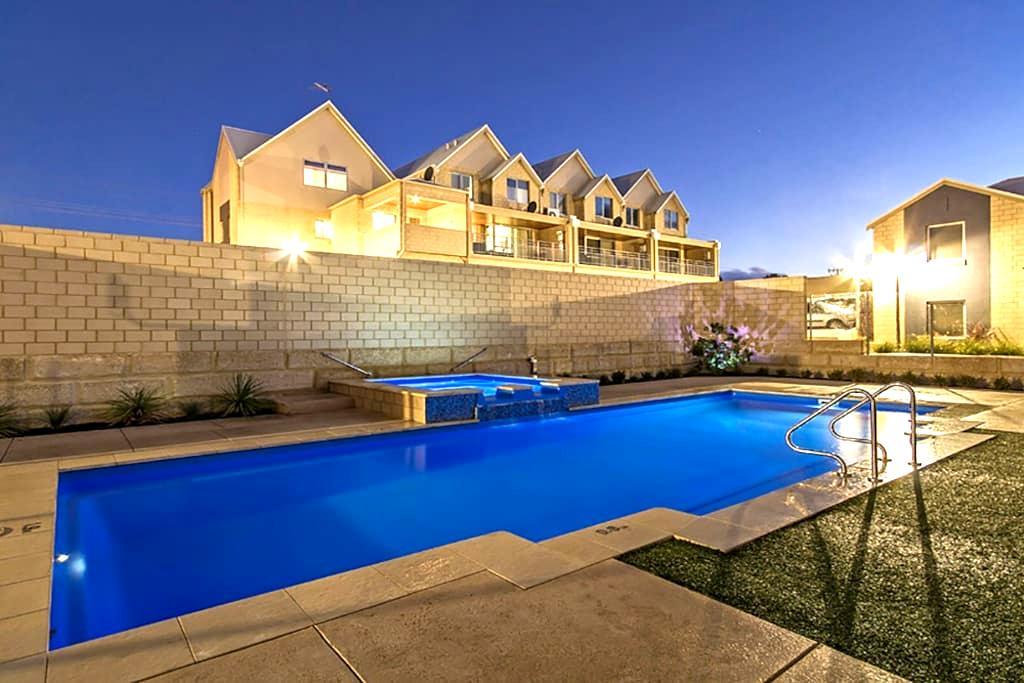 Private 2 bedroom villa 2 - Mandurah - Villa