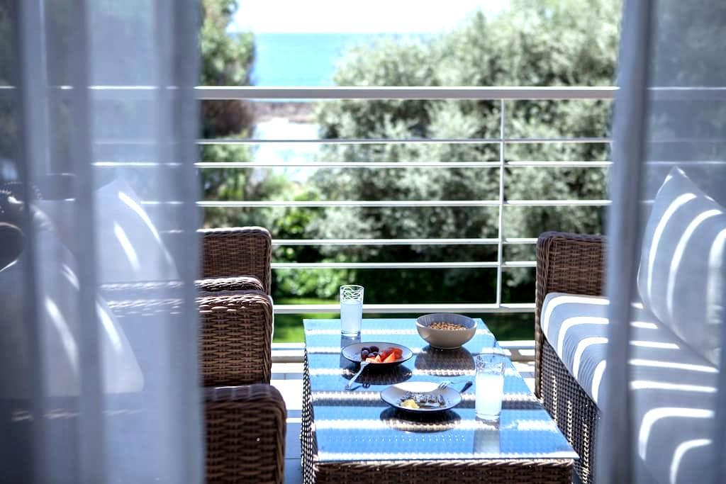 Cozy 2BD with seaview and parking - Messinia - Hus