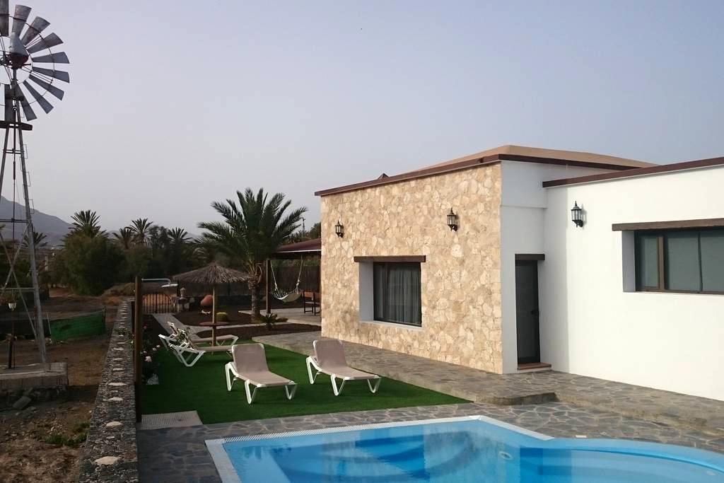 Villa El Valle. Piscina Climatizada - La Lajita