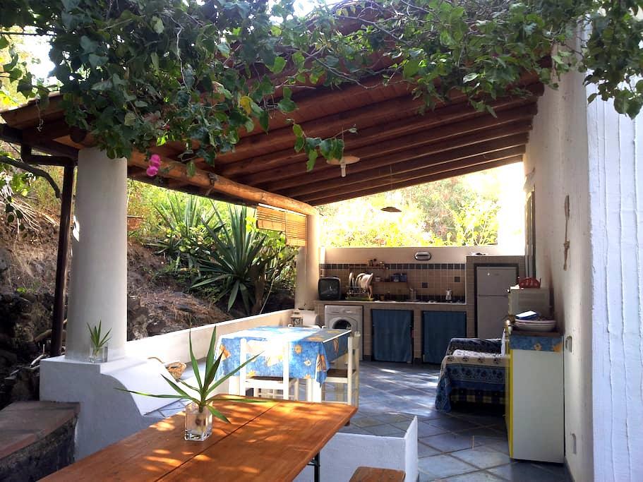 Casa con giardino, Vulcano, Eolie. - Vulcano Bleu