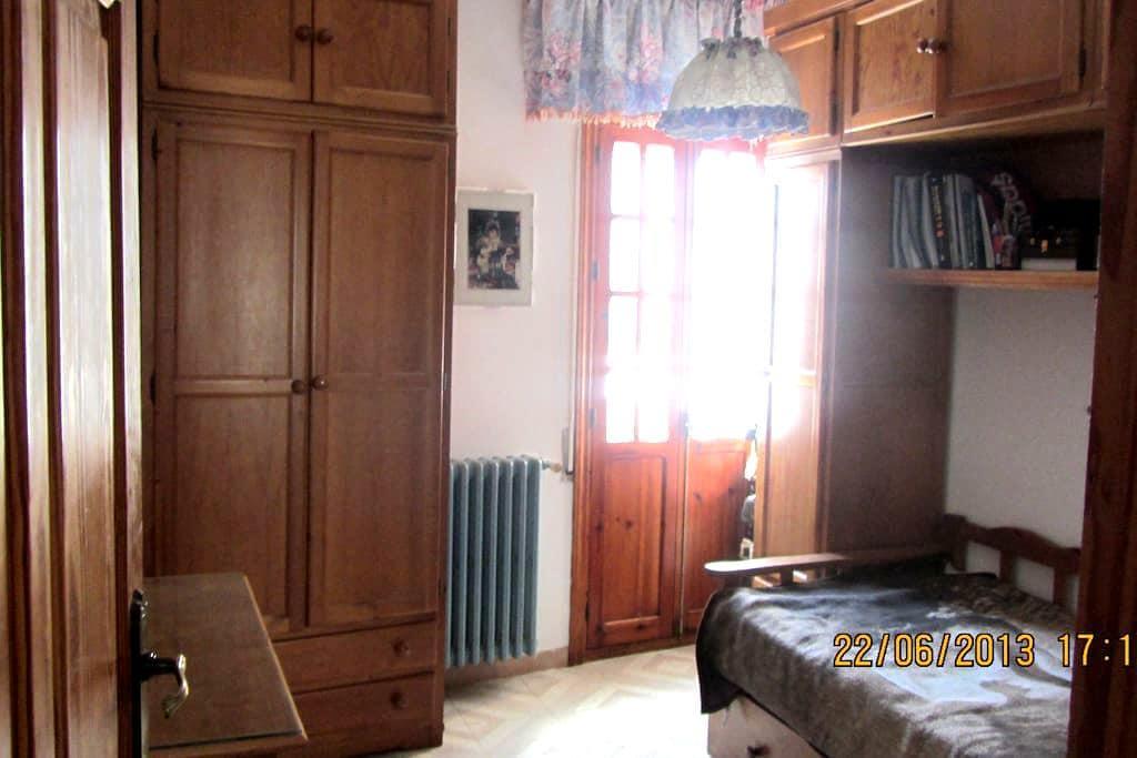 habitación con 1 y 2 camas ,baño,centro de Ronda - Ronda - Maison