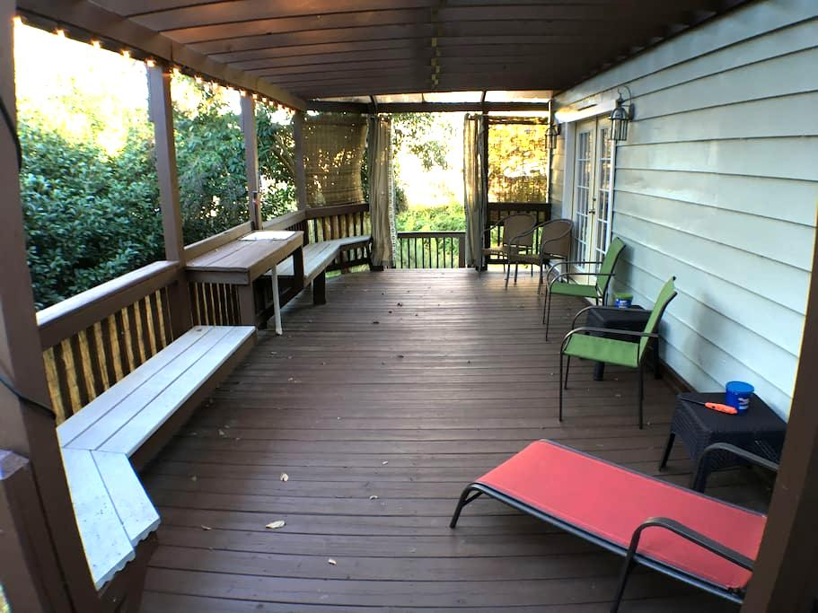 Cozy & Quiet King, Near Main Street - Fredericksburg - Bed & Breakfast