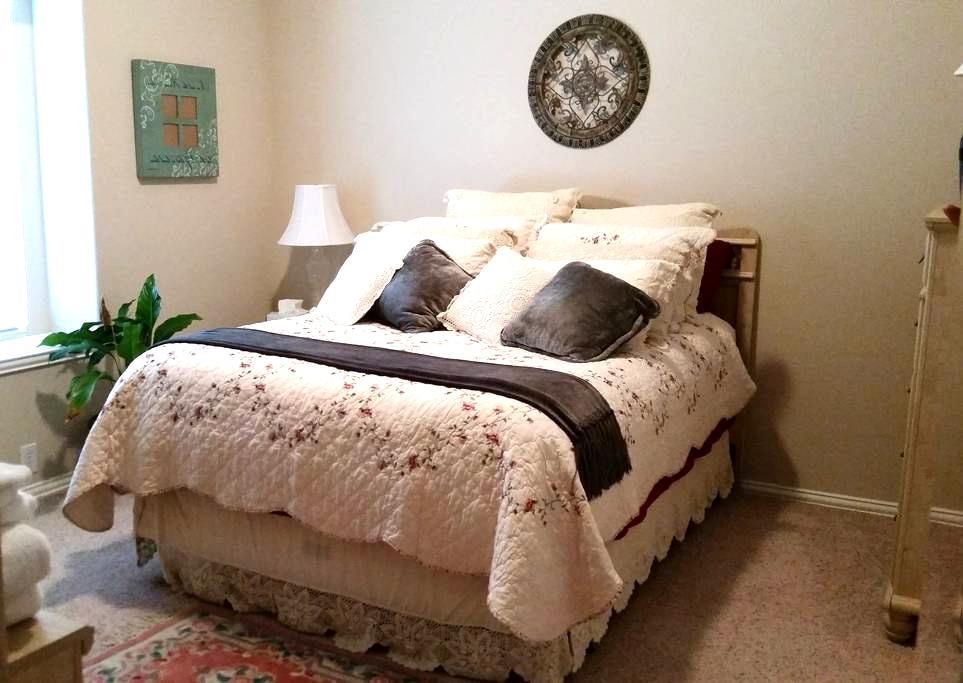 Comfortable Green Bedroom - Mansfield