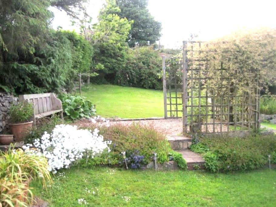 The cosy Garden Room at Penybryn - Brymbo