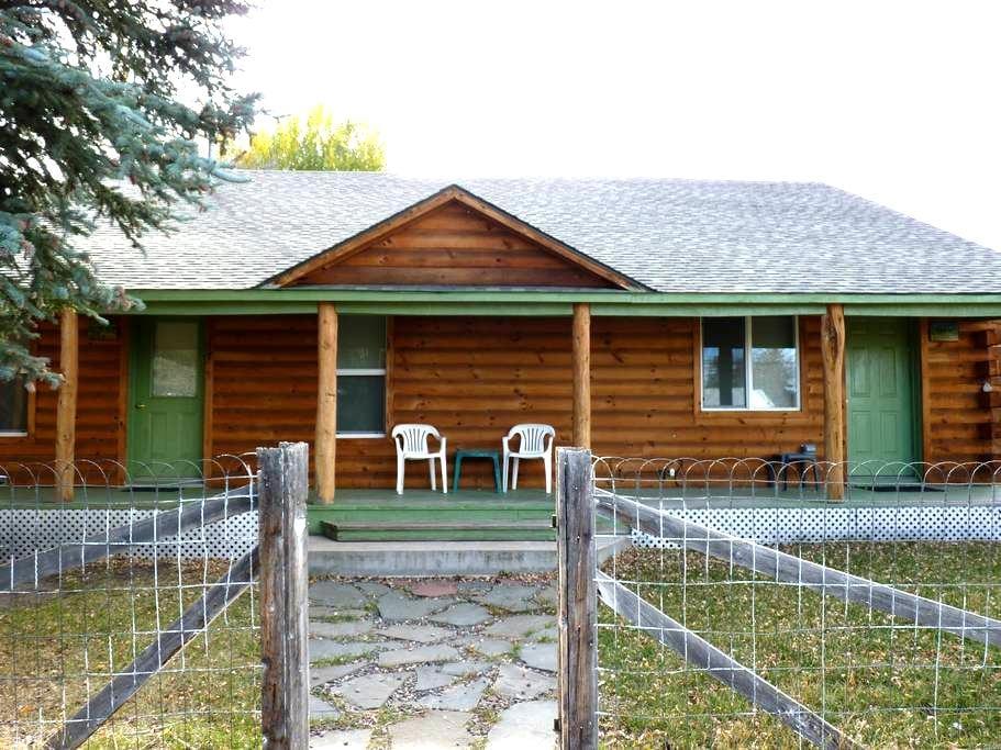 Aspen Pine Duplex Cabin- ASPEN SIDE - Meeker - Houten huisje