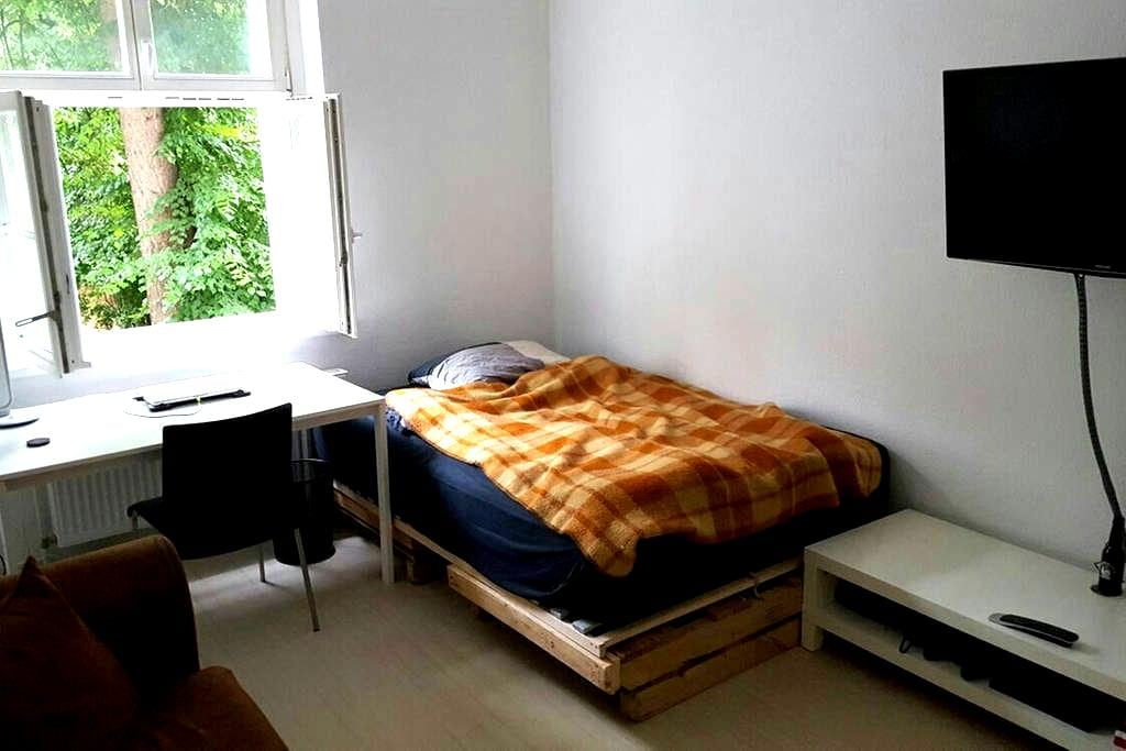 COZY FLAT NEAR TXL/ 25min TO CENTER - Berlin