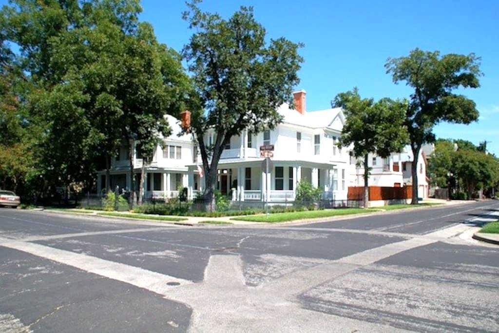 Private Carriage House Studio - Historic Southtown - Сан-Антонио - Лофт