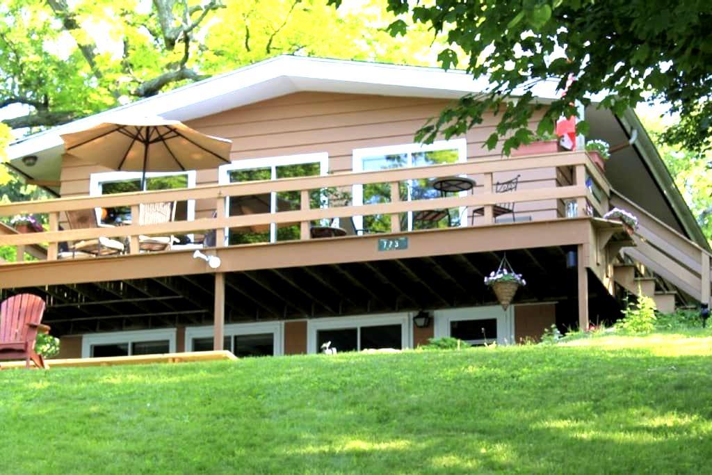 Green Lake Lakefront Vacation Home - Ripon - Haus