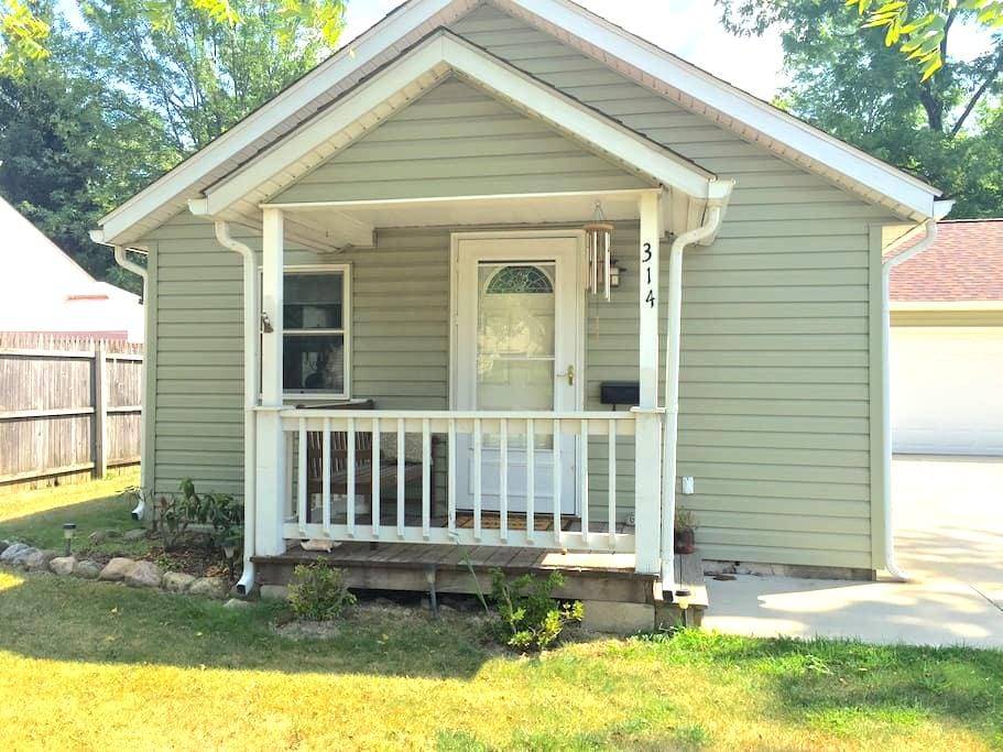 Modern Cottage in Historic Village - Wellington - Bungalow