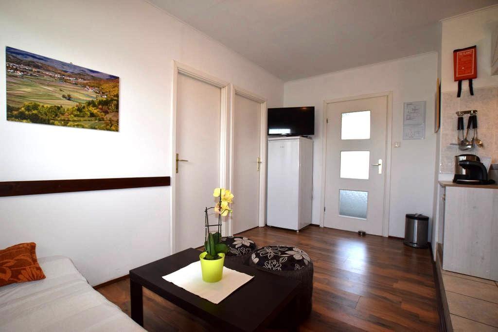 Apartment Gacka - Prozor