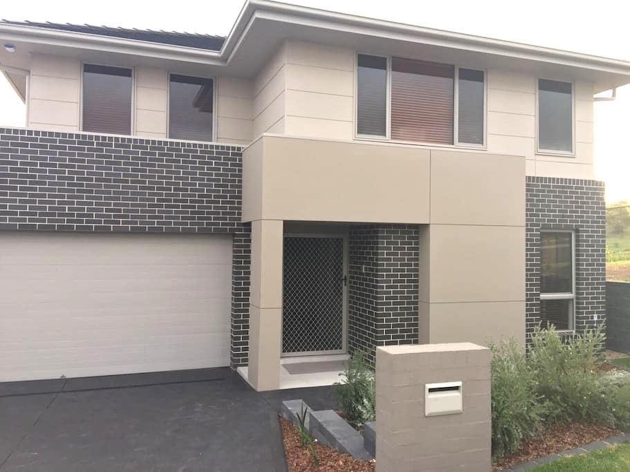 Great Modern Home - Middleton Grange - House