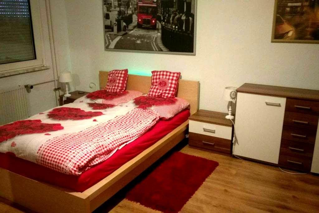 Süßes Zimmer für Ruhrpott Besucher - Duisburg - Bed & Breakfast