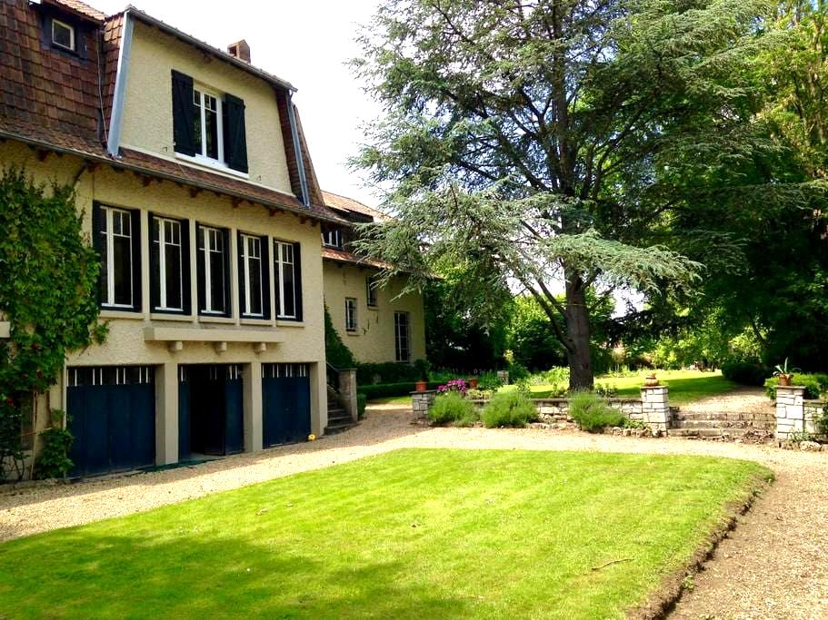 Beautiful family estate on the Seine - Tosny - Dom