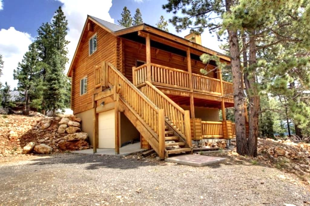 Three Bears Cabin - Cozy getaway - Duck Creek Village - Apartment