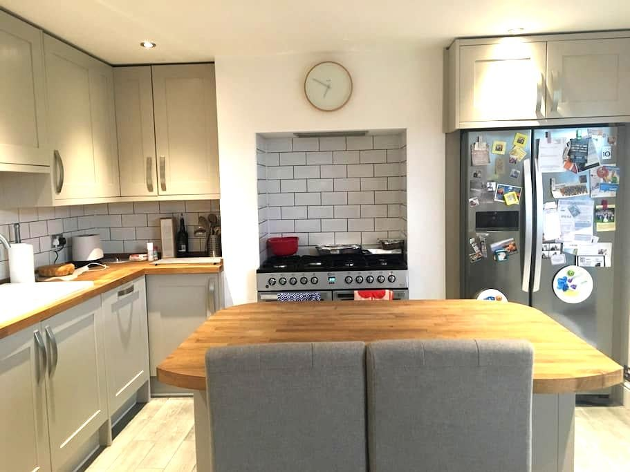 Private 3rd floor double room near Chester zoo - Upton - Casa
