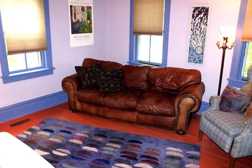 Artsy, comfy, walkable, colorful space, sleeps 4, - Eastport - Rekkehus