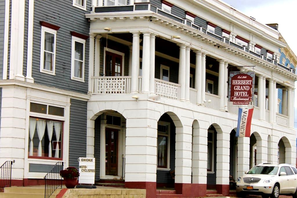 Newly Renovated Room in Historic Maine Hotel - Kingfield - Boutique-hotelli