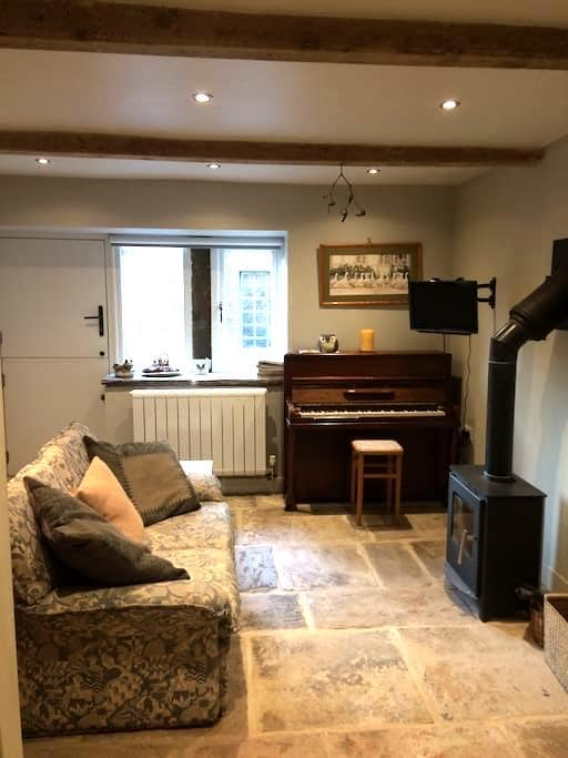 Beautiful  eighteenth century cottage in Holmfirth - Holmfirth - Rumah