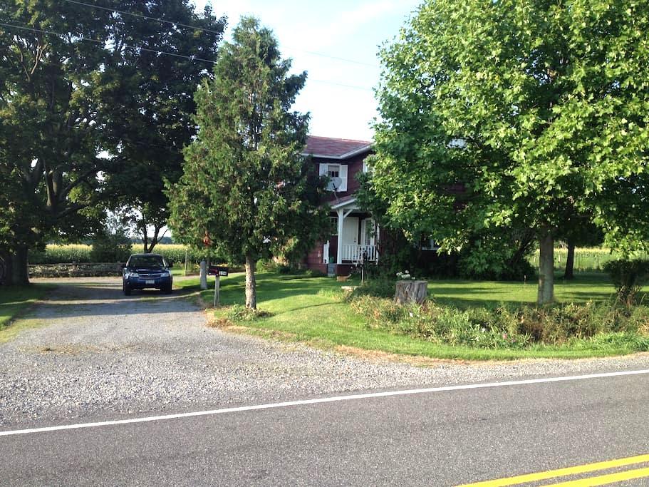 Pretty Farmhouse near Ithaca - Lansing - Bed & Breakfast
