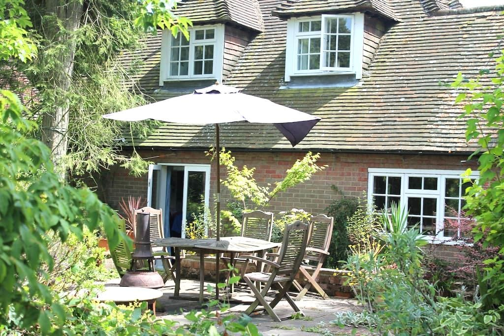 Private double bedroom with fab views in Chilterns - Buckinghamshire - Talo