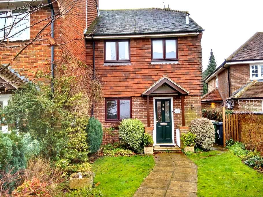 Pretty cottage in the heart of Ripley village - Ripley - House