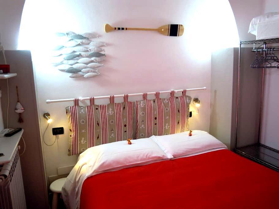 La stanza rossa alle Cinque Terre - Manarola  - Pis
