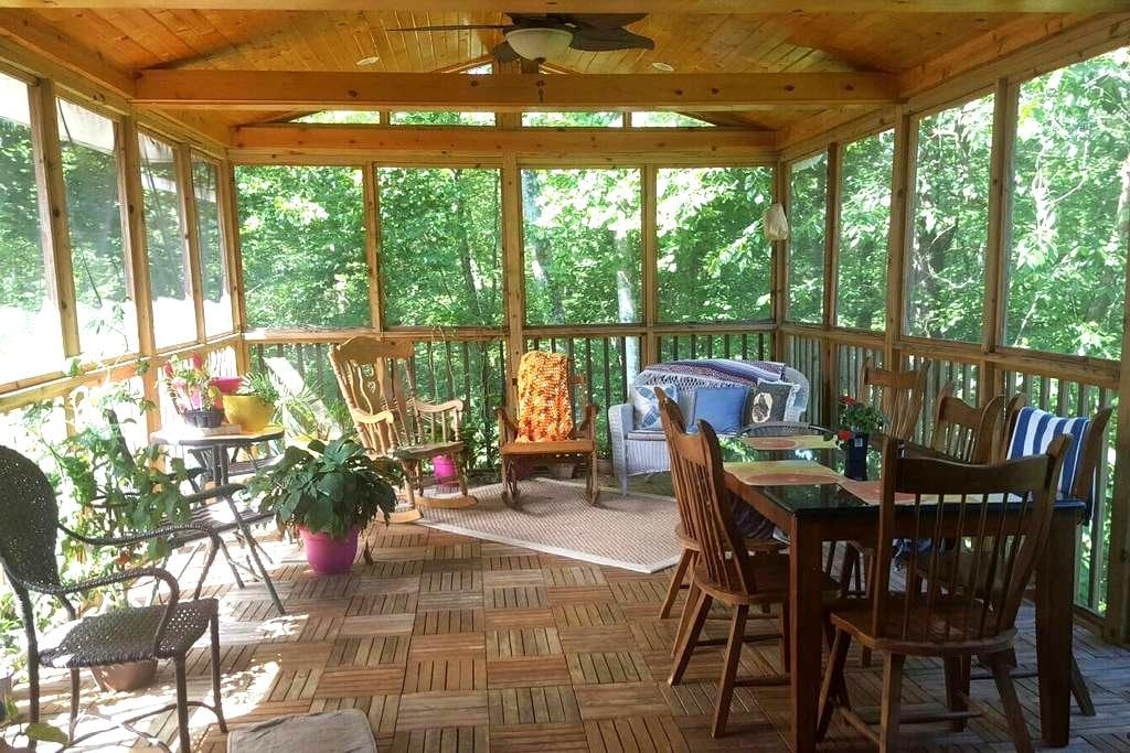 Cozy 4br Home! Nestled with a View! - Elkview