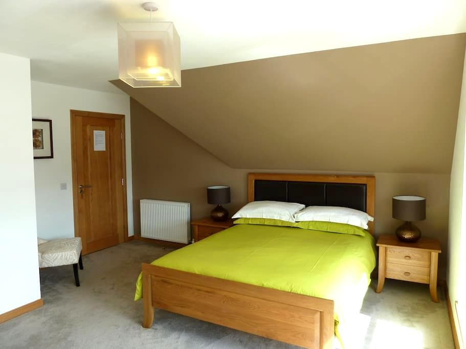 Udny Green, En-suite, Sky HD, Wifi, Breakfast - Udny Green - Bed & Breakfast