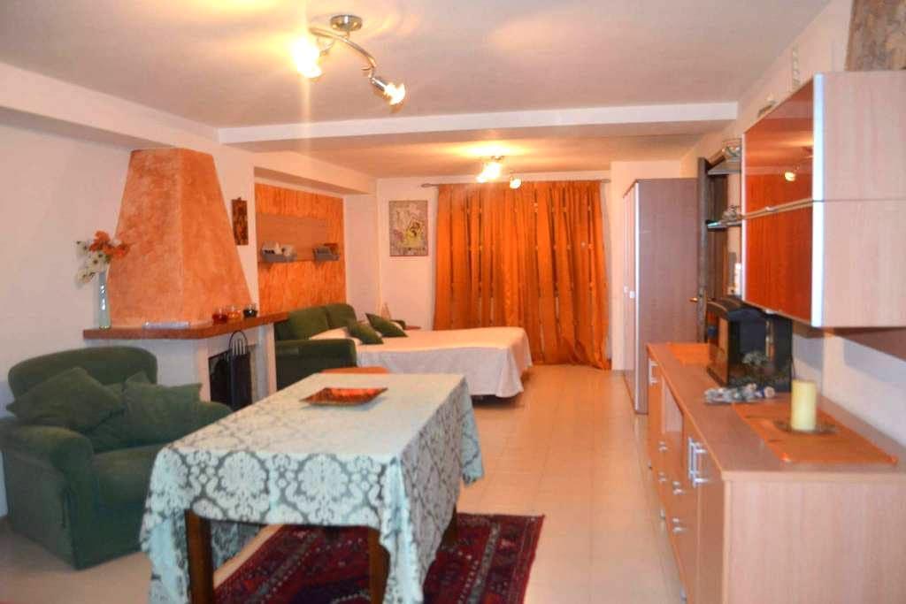 Spazioso miniappartamento Parco Sirene Velino - Celano - Apartment