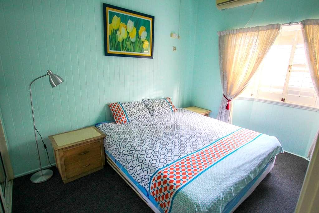 Spacious Room Close to City - Cairns North - House