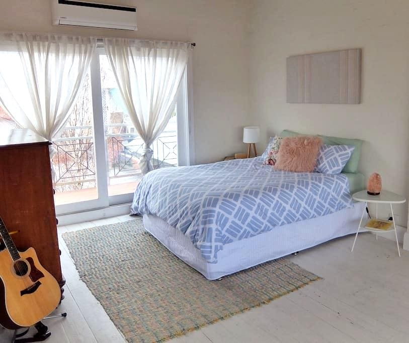 Hideaway gem close to the action - Thornbury - Townhouse