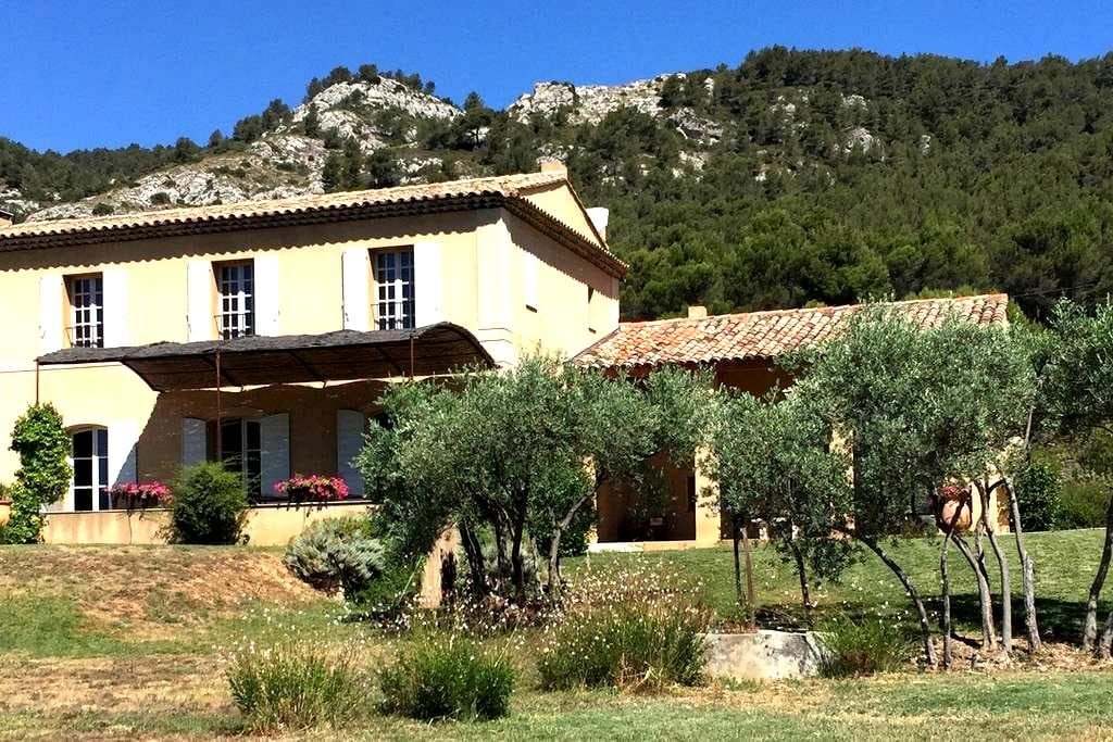 A Classic Provencale Bastide with panoramic views. - Saint-Zacharie