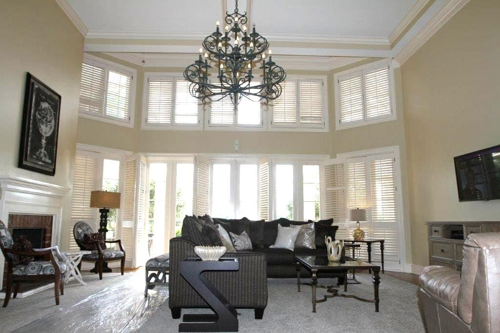 Golf Course Villa in Country Club, Water View - New Orleans