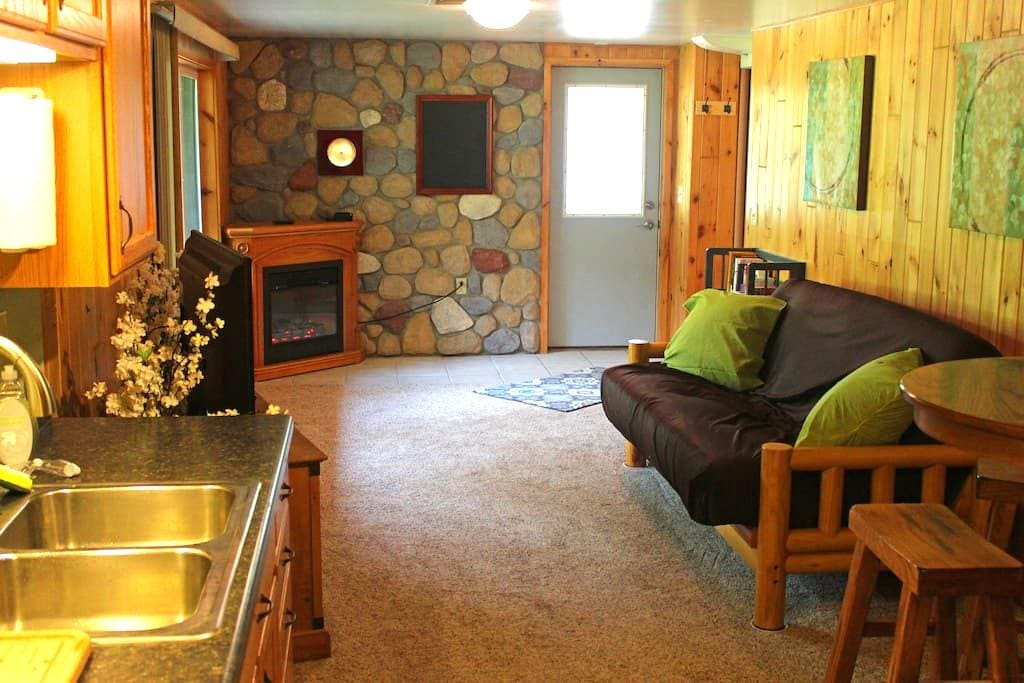 Beautiful, private vacation space! - Hermantown - 公寓