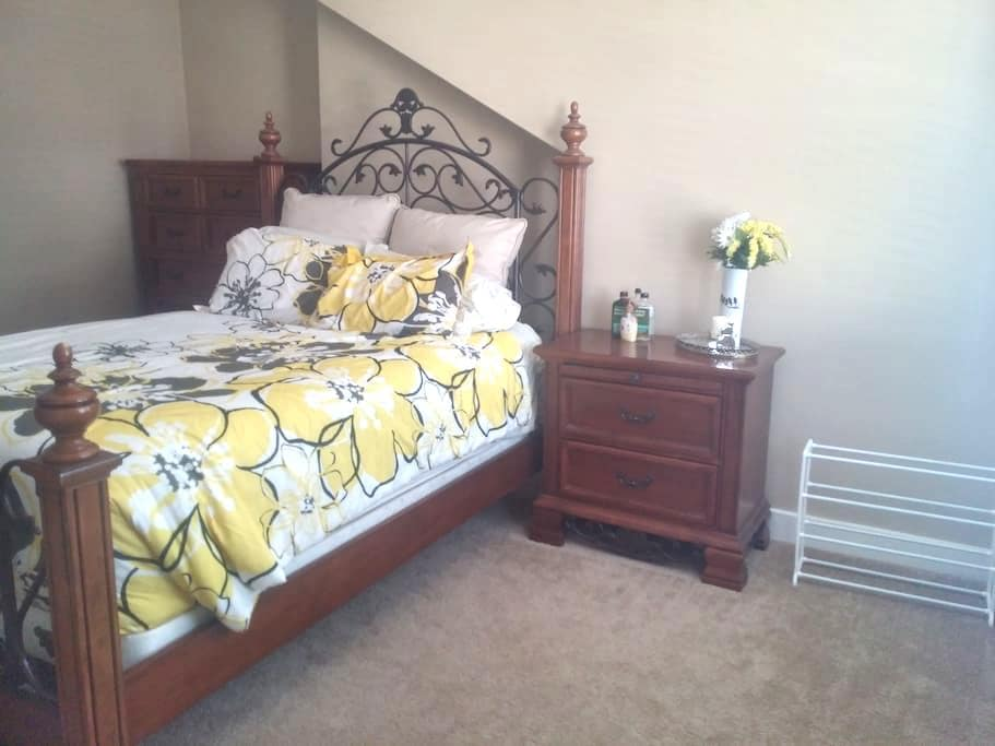 1 private guestroom in North Hills - Pittsburgh - Casa